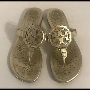 Tory Burch Miller Logo Scalloped Gold Sandal 6 ❤️